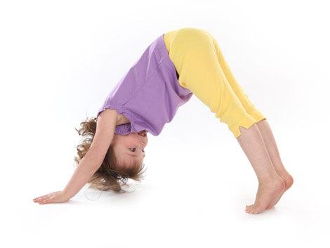 yoga-para-ninos-adho-mukha